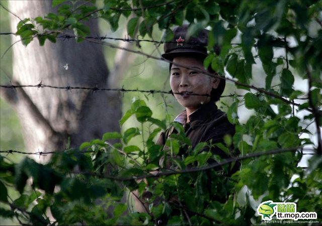 中朝边界的朝鲜美女