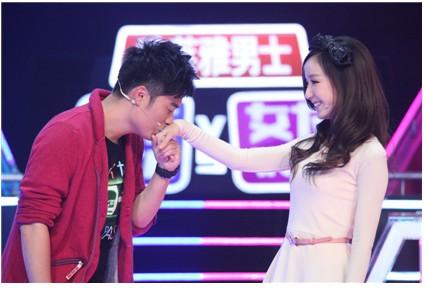 陈赫娄艺潇现场拥吻结婚照 陈赫女友许婧是谁 陈赫个人资料微博图图片