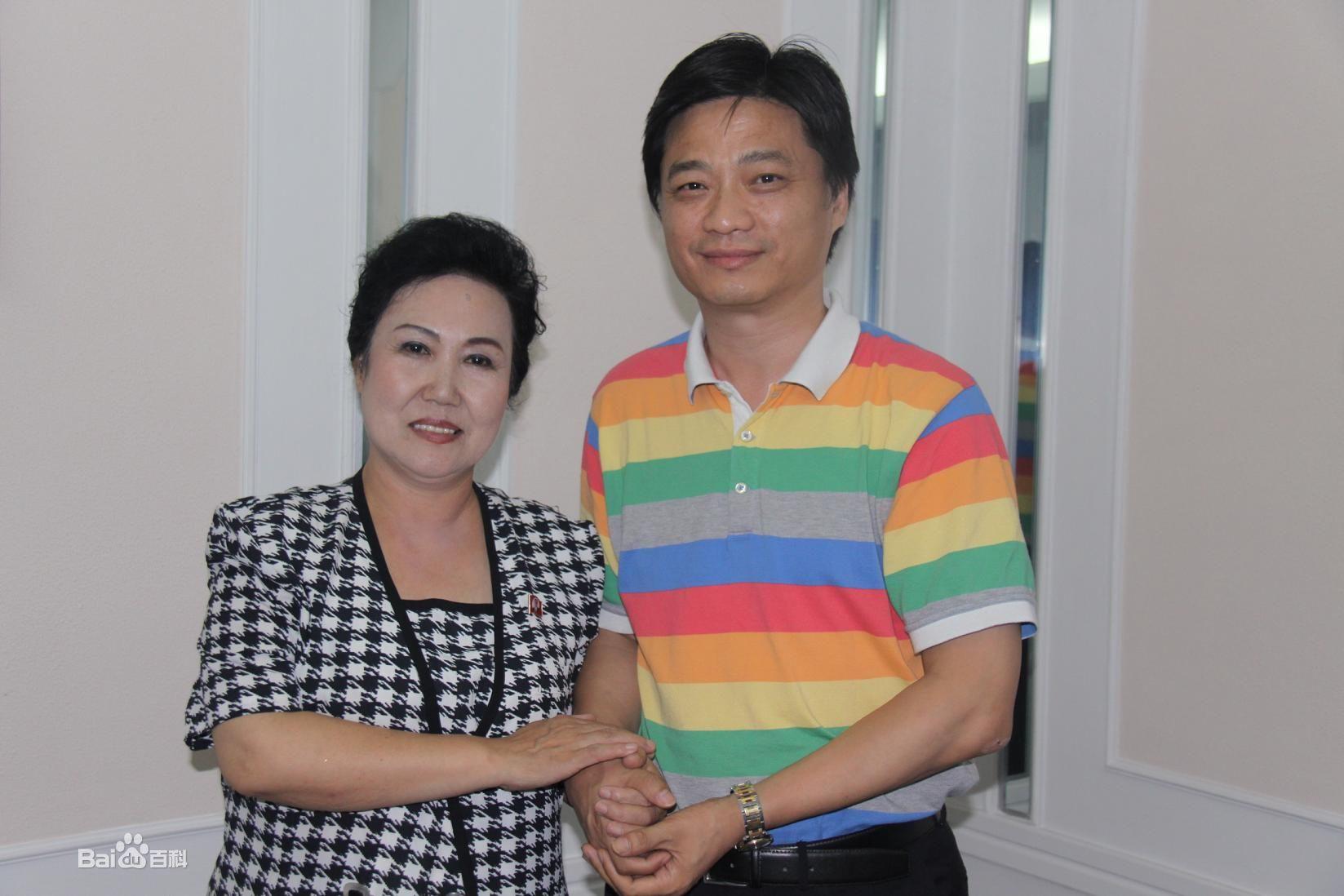 崔永元的老婆照片,崔永元的妻子是谁 崔永元的工资是多少