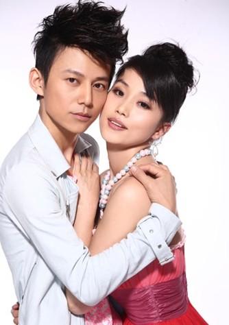 何炅王菁照片婚纱照_何炅的老婆王菁结婚照片和个人资料
