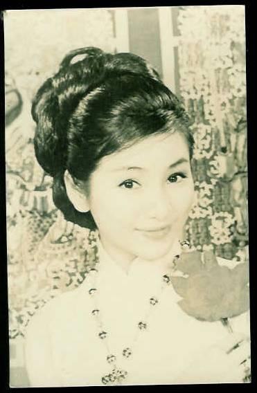 郑佩佩年轻时候的漂亮照片
