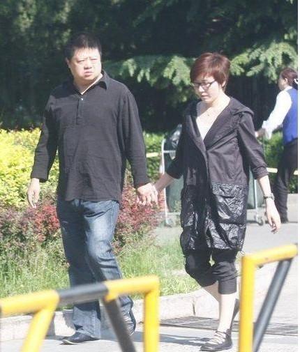 ... 儿子马东为什么离开央视 主持人马东的妻子女儿照片