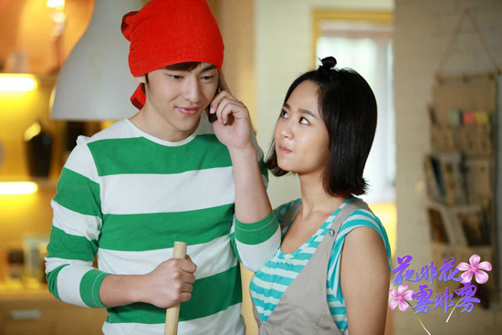 杨紫的男朋友是邓伦吗 张一山和杨紫结婚照,快乐大本营狂吻图片图片