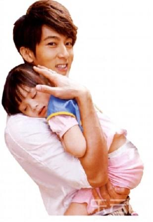 吴尊和老婆林丽莹以及可爱的儿子女儿智资料照