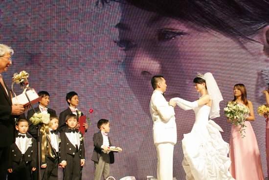 李湘李厚霖婚礼现场,离婚原因 李厚霖现任妻子