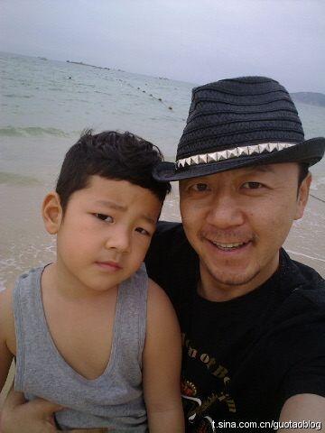 郭涛和儿子郭子睿_爸爸去哪儿郭涛儿子郭子睿手怎么了妈妈照片