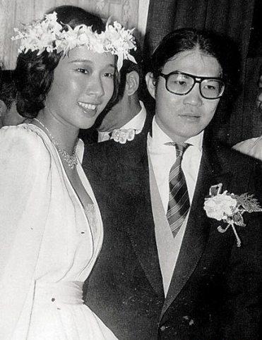 霍震霆朱玲玲为何离婚原因 霍震霆现任老婆照