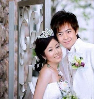 林心如的老公结婚照图片 林心如清纯婚纱照 林