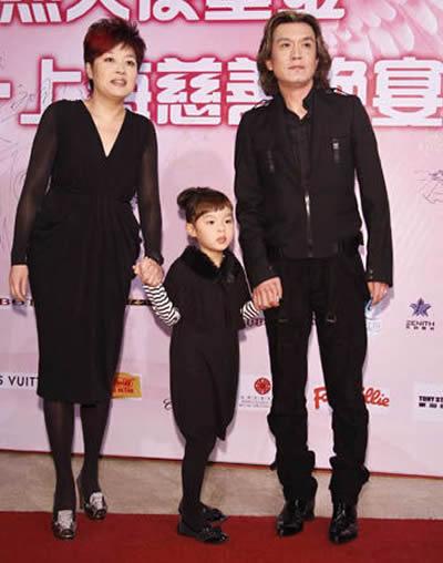 李咏在央视的年薪多少 央视主持人李咏的父亲