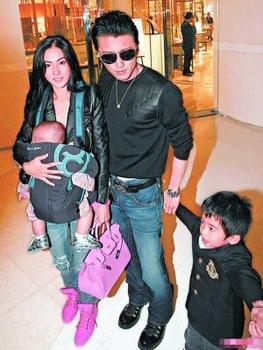 张柏芝谢霆锋儿子最新消息,张柏芝和两个儿子近况,张柏芝儿子最新