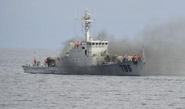 中国海军刚刚对越南渔船开火,越南渔船惨遭中