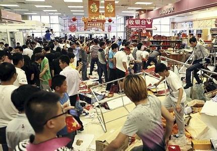 越南打砸中国企业,越南反华游行变打砸工厂,越
