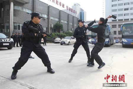 淮安交通巡逻警察支队 中国上海警察配枪巡逻视频