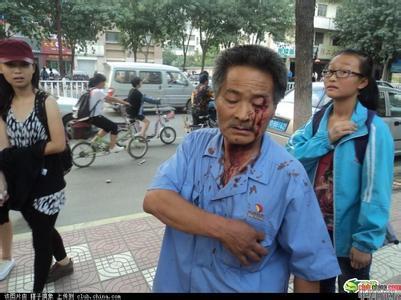 青岛城管暴力执法被武警打,城管暴力执法惹众怒被 ...