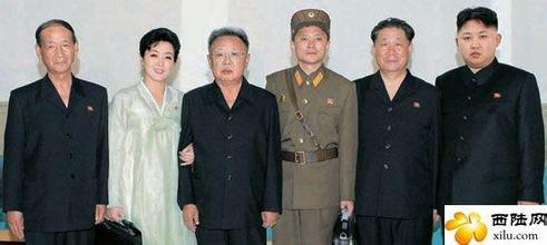 朝鲜女人河里洗澡无遮挡