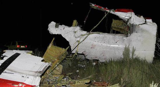 马航客机mh17疑遭导弹击中这一事件可能导致地缘政治局势趋紧。让人们回忆起俄罗斯曾击落韩国客机,或多或少都会联想到至今仍然扑朔迷离的两起空难事件。也有网民称是美国和乌克兰人人为。机上269名乘客全部罹难世界舆论一片哗然。马航的飞行员们和旅客们,每出一次差应该都会心惊胆颤!人们还敢坐马来西亚的飞机吗?     两个事混一块,也难说马航,空难都成为惯性了容易让人搞混,马航和百姓一样都是受害者,又没做错什么,好好的开飞机被打到了还要承受骂名,谁他妈击落的,他妈应该去死。如果发现中国人老子砍死他。悲剧一再发生,人