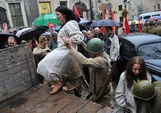 苏军在东北对妇女暴行图,苏军对妇女暴行照片