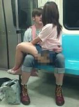 开放女子在地铁受猥琐男