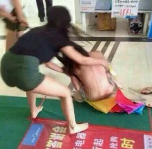 美女小三被当众扒衣视频