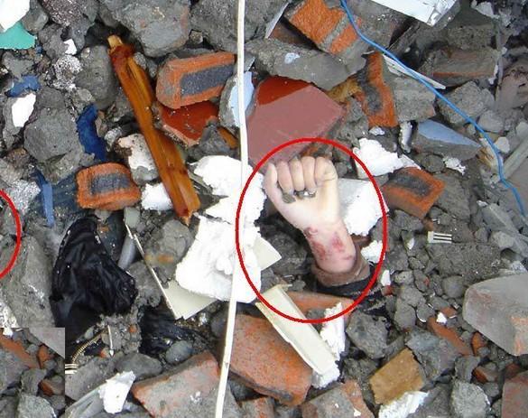 12四川汶川大地震现场尸体惨不忍瞩照片
