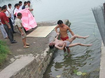 实拍女子游泳馆溺死全程的