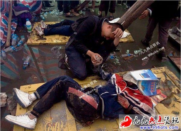 汶川大地震被禁女死尸图片