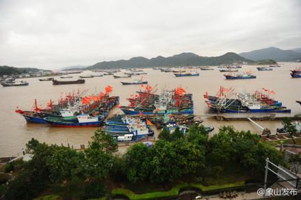 """""""凤凰""""擦过恒春半岛进入太平洋后,一直紧贴台湾东海岸"""