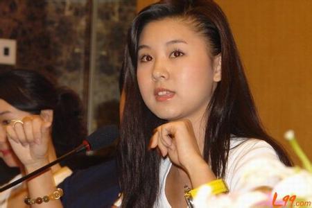 央视女主播李小萌老公是谁个人资料照片,李小萌后台背景靠山干爹