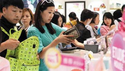 中国游客在越南泡美女