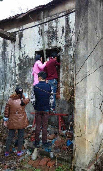 湖北24岁女孩被锁5年,焊死项圈镣铐锁女孩,女孩安装尿道锁