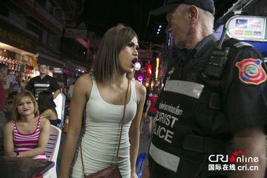 Facebook dominatrix stort bröst