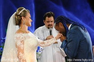 闹婚房新娘遭男宾舌吻,新娘遭男宾调戏,新娘被男宾灌酒惨遭强 3图片