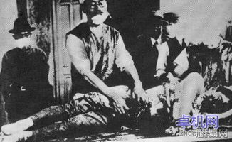 日本解剖美飞行员现场照片,二战日本活体解剖美国飞行员真相内幕
