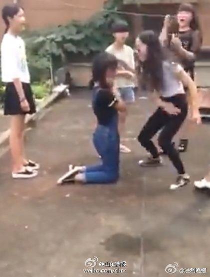 女女打架逼下跪视频