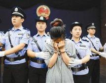 漂亮女吸贩毒团伙视频,西安贩毒被警方抓现场,19岁贩毒女死刑