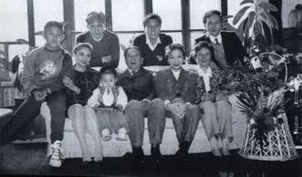 儿子:秦卫江中将,曾任中国人民解放军第27集团军军长,现任南京军区副