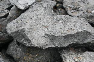 石墨矿石的自然类型   通常按其赋矿岩石的岩性划分,各类矿床有其专