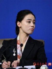 两会美女翻译姚梦瑶多大微博生活照曝光 姚梦瑶的老公是谁图