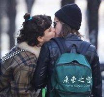 克里斯汀出轨车震门不堪照片 暮光女克里斯汀街头与女友亲吻图