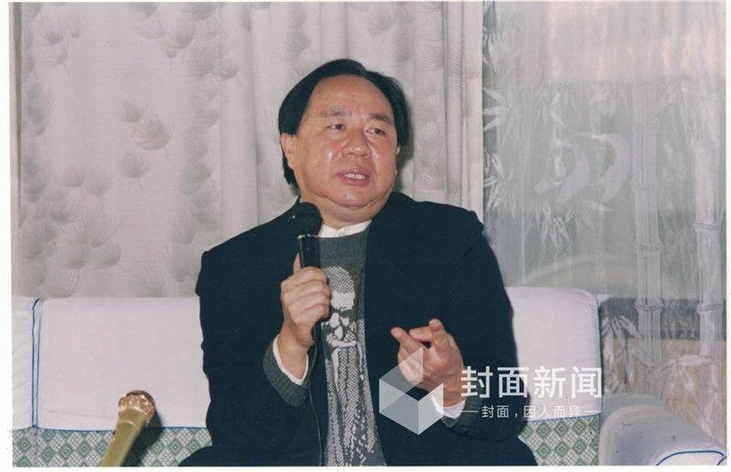 ������#e#    1999年1月7日,牟其中、夏宗伟被自称武汉警方的便衣在北京街头刑事拘留,拘留证上的罪名一栏为空白;同日,南德集团总部被查封,员工被遣散。同年2月5日,因涉嫌信用证诈骗罪,牟其中、夏宗伟经武汉市人民检察院批准逮捕,由武汉市公安局于同年2月8日执行。   1999年11月1日,南德集团及牟其中等信用证诈骗案在武汉市中级人民法院大审判庭公开开庭。   2000年5月30日,武汉市中级人民法院一审判决南