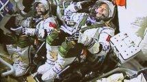 神州十一号航天员在太空中吃什么?航天员在太空中是如何对话的