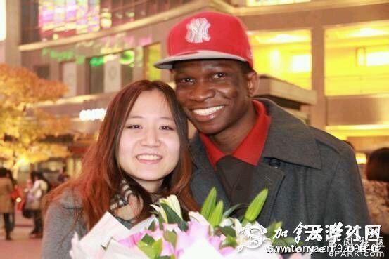 嫁给黑人的中国女孩,中国小伙娶两个非洲女人_天涯 ...