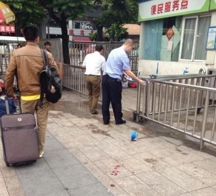 武汉火车站砍人头现场血腥恐怖图,武昌火车站砍人头原因全过程图(2)