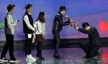 杜海涛家庭背景父亲杜国豪照片 杜海涛下跪权志龙事件图片视频
