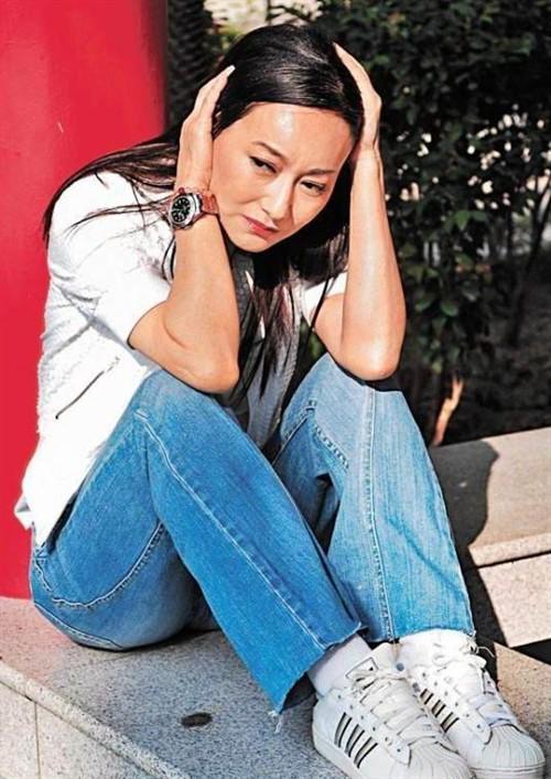 惠英红坎坷情史八卦为什么不结婚 惠英红为什么自杀年轻时好漂亮