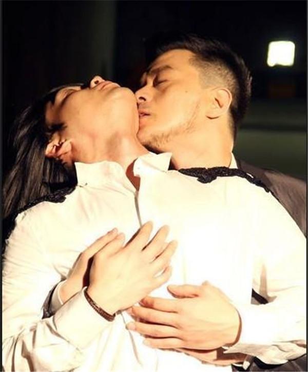 黄耀明和林夕什么关系相爱过吗,林夕为什么喜欢黄耀明现在还爱吗