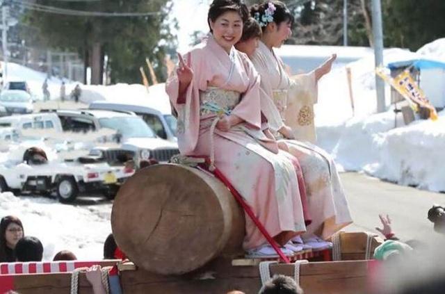 日本美女生殖器高清图_日本男根节女的跪舔把玩超级嗨 日本人变态吧干嘛发明生殖器节日