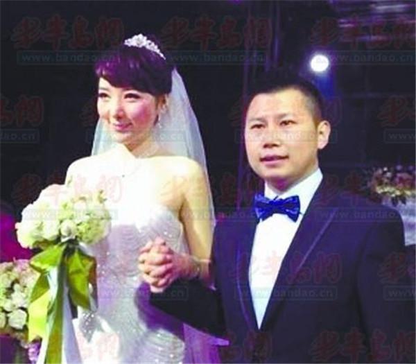 何云伟和月月_何云伟老婆陈笛黑历史开扒,何云伟第一任妻子照片女朋友月月是谁