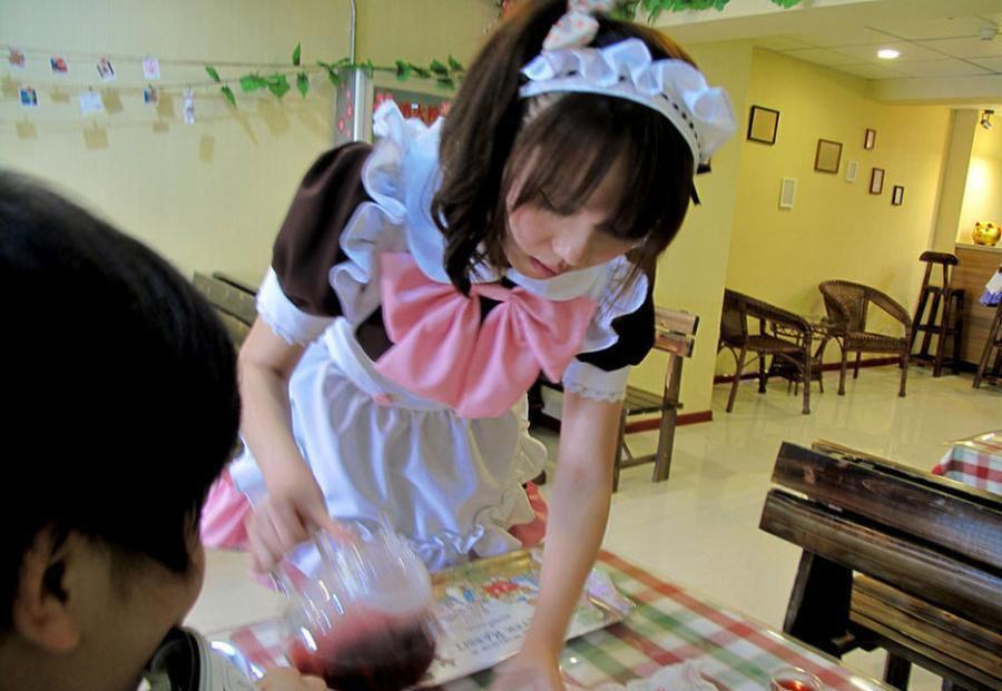 日本不穿内裤咖啡厅诱人服务图,吊带女仆装服务员下身真空上阵