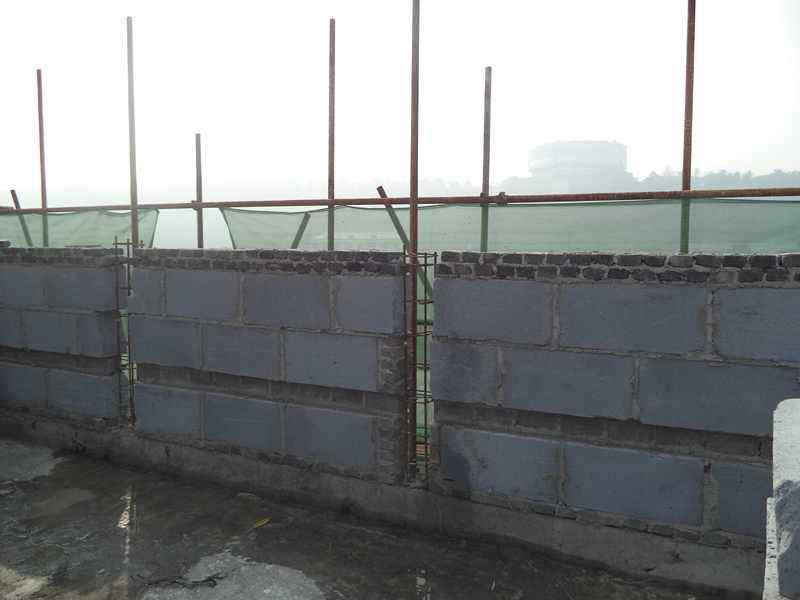 24墙砌墙图_屋面女儿墙名字的由来开裂咋办 女儿墙不砌的后果可以换成栏杆 ...